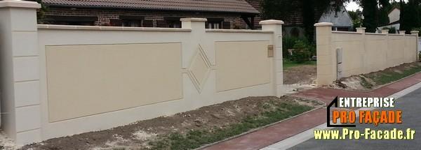 Muret de clôture avec un ensemble de décoration tailler dans l'enduit a ronquerolle 60