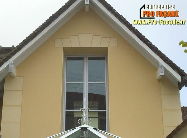 Habillages des fenêtres puis des pierres sur les angles tailler dans l'enduit à beaumont sur oise 95