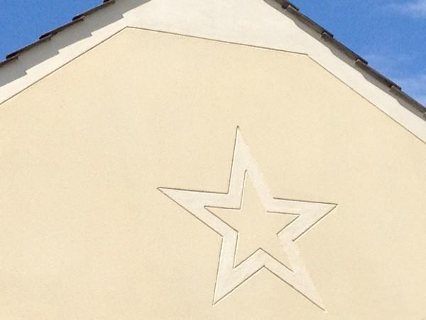 Une étoile dessiner sur un pignon à goussainville 95