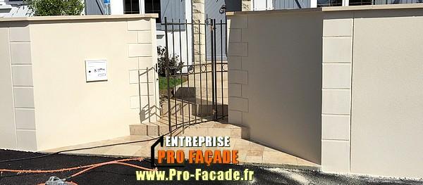 Décoration sur un muret de clôture à saint just en chaussée