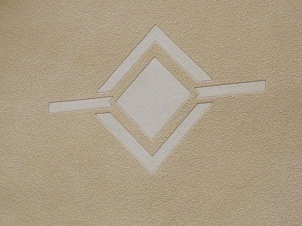 Motif tailler dans l'enduit finition lisse et rustique à compiegne 60