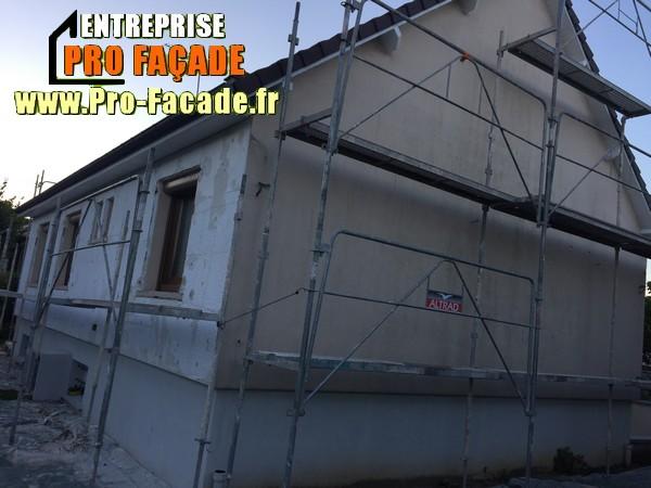 Chantier de restauration d'une façade isolé par l'extérieur sur Gouvieux 60270 avant