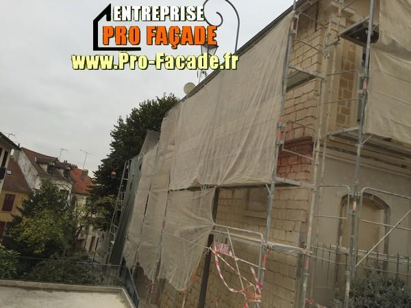Chantier de rejointement façade en pierres sur Beaumont Sur Oise 95260 pendant