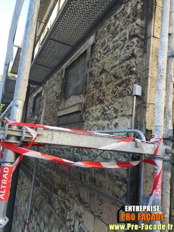 Chantier de rejointement façade en pierres sur Beaumont Sur Oise 95260 dejointement