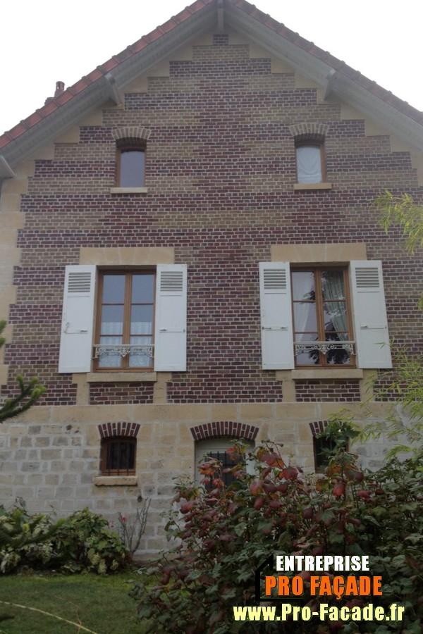 Chantier de rejointement façade en briques sur PontPoint 60700 après