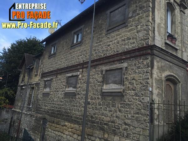 Chantier de rejointement façade en pierres sur Beaumont Sur Oise 95260 avant